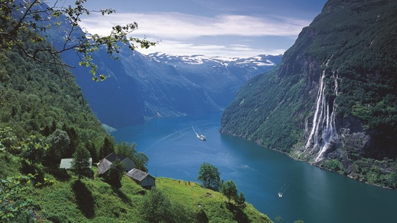 View of the famous Geirangerfjord & Norway in a nutshell®. The tour takes you to the Geirangerfjord, the Nærøyfjord and the Bryggen Wharf houses in Bergen. The Geirangerfjord is one of the famous Norwegian fjords