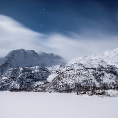 Snowy mountains on the Norway in a nutshell® winter tour by Fjord Tours - Flåm, Norway