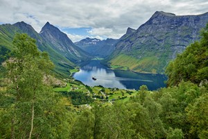 Tour to the scenic Hjørundfjord. Including fjord cruise and a scenic rail trip | Hjorundfjord & Norway in a nutshell®