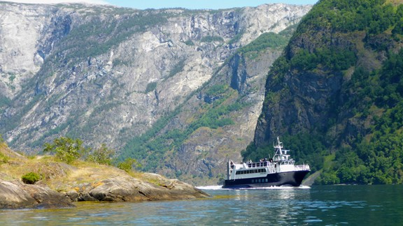 Fjord sightseeing on the Fjærlandsfjord from Balestrand