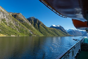 Experience the famous Hurtigruten on the Hjørundfjord & Norway in a nutshell® tour