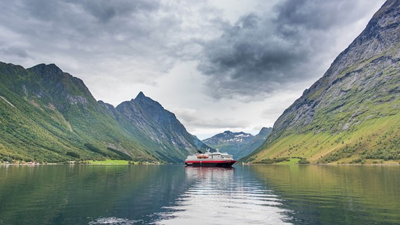 Hjørundfjorden & Norway in a nutshell® - Travel on one ticket from Oslo and Bergen