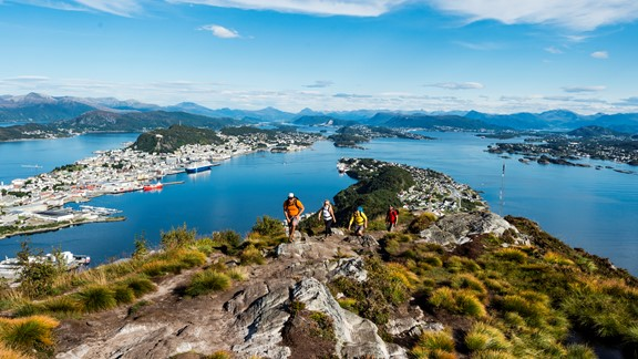 Kayak and hiking trip in Alesund
