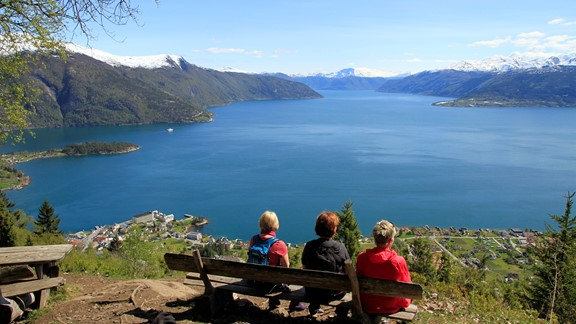 Hike to Orrabenken in Balestrand