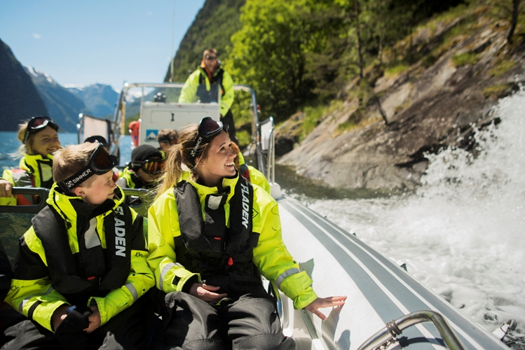 RIB-boat tour to Undredal