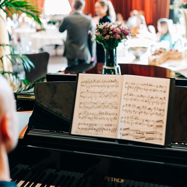 Afternoon tea with live music in Bergen