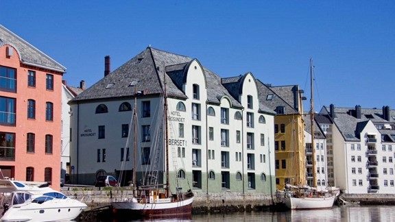 lesund norway tours and holiday tips fjord tours. Black Bedroom Furniture Sets. Home Design Ideas
