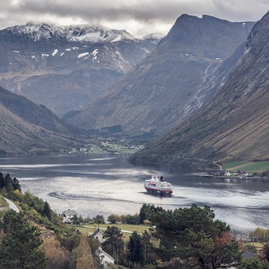Experience fjords, mountains and Hurtigruten on the Hjørundfjord & Norway in a nutshell® tour by Fjord Tours