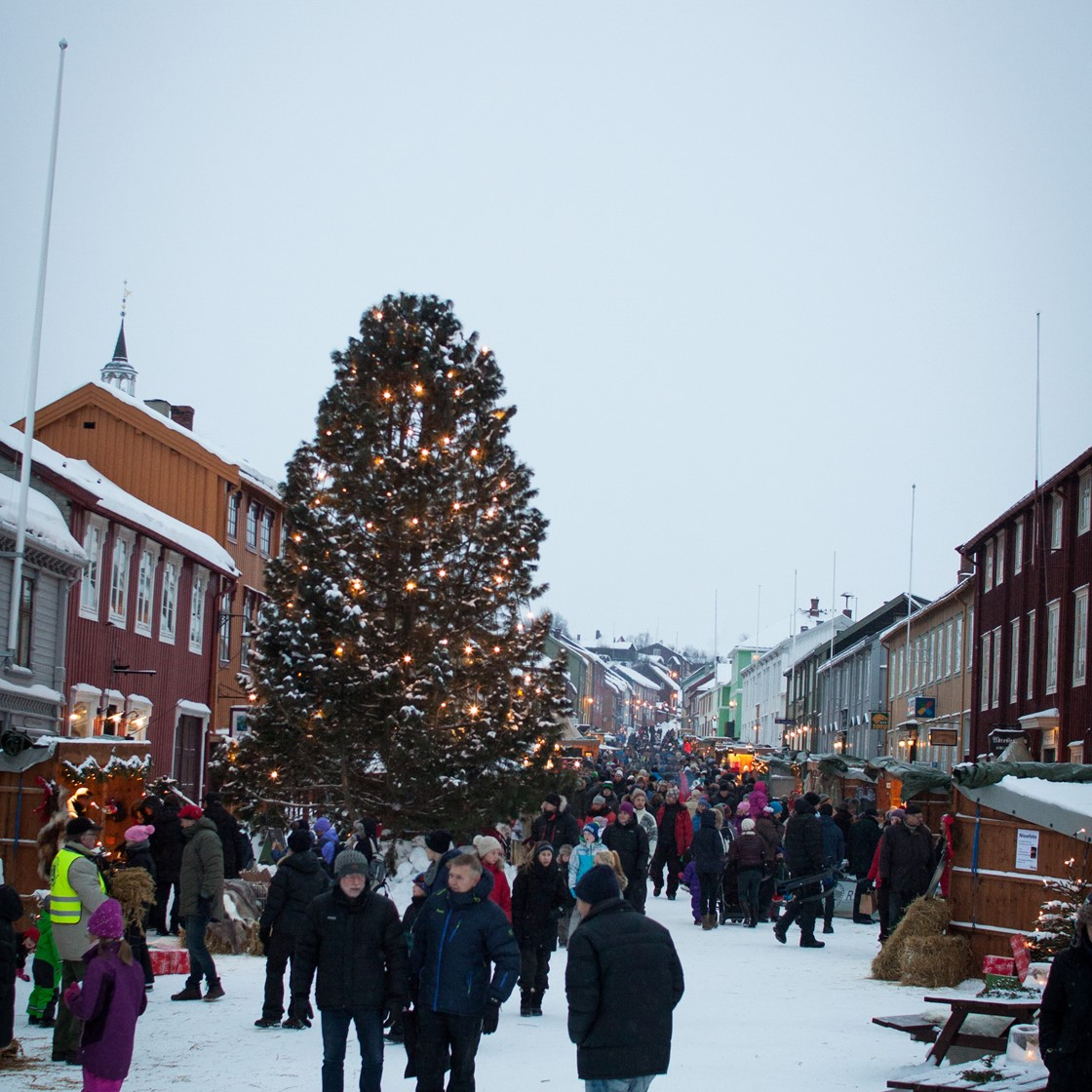 Christmas In Norway.Christmas Norway Cities Bergen Roros Markets Fjord