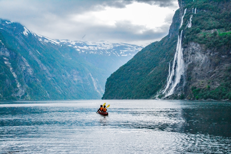 "Kayak tour to the ""Seven sisters"" waterfall in Geiranger"