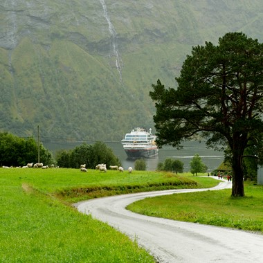 Experience the Hjørundfjord and Hurtigruten on the Hjørundfjorden & Norway in a nutshell® tour by Fjord Tours