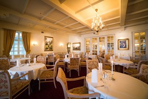 Restaurant at Dr. Holms Hotel