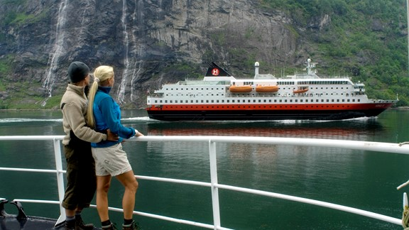 Hurtigruten tour including train and boat. Travel from Oslo, Bergen or Trondheim. See the best of Norway has to offer!