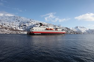 Wintersegeln auf dem Hurtigruten & Norway in a nutshell winter tour, Trondheim - Bergen Norwegen